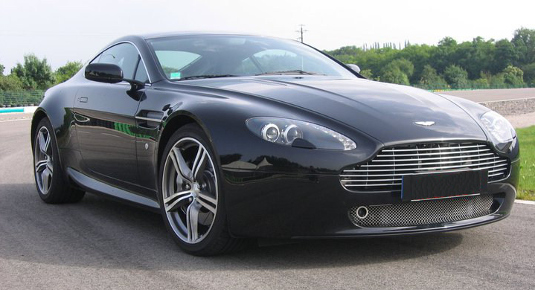 Guidare Aston Martin